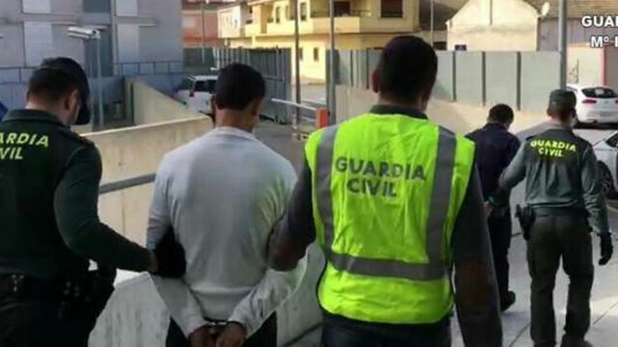 Tres detenidos en Alicante por apuñalar a la mujer de uno de ellos