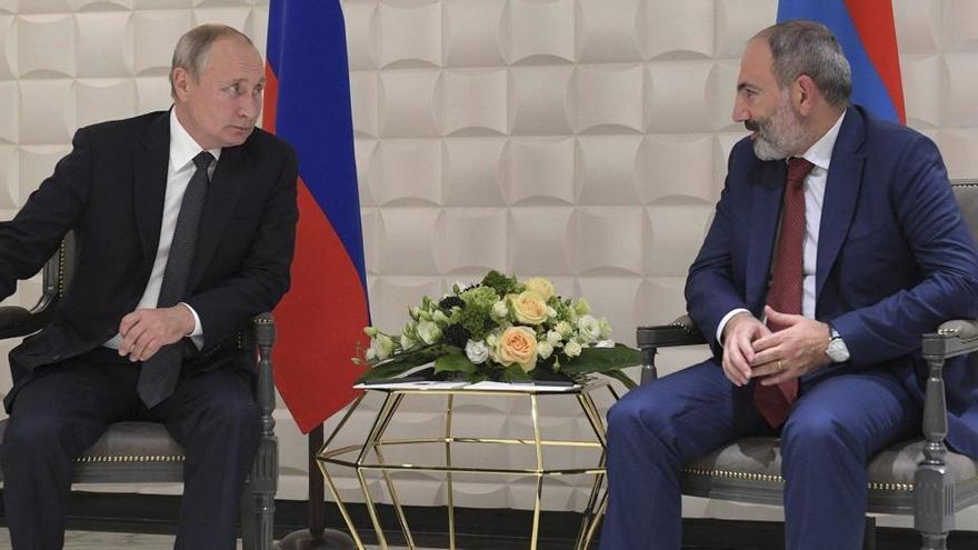 Armenia pacta con Rusia y Azerbaiyán para un alto al fuego en Nagorno Karabaj