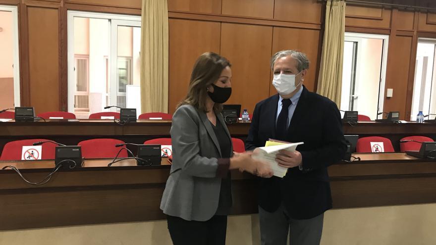 PP y PSOE ultiman un acuerdo para aprobar los presupuestos y la inversión de la base logística del Ejército