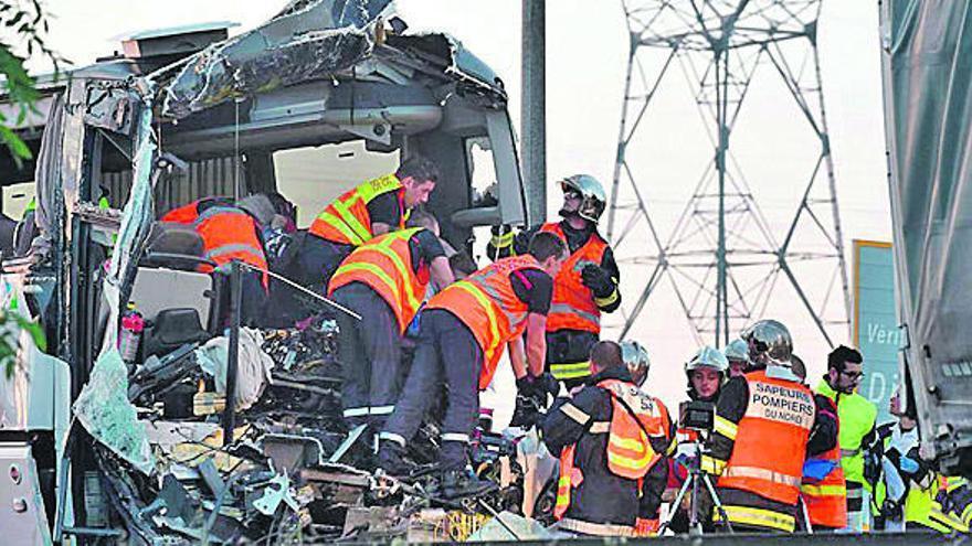 Catorce heridos en Francia al chocar un autobús y un camión