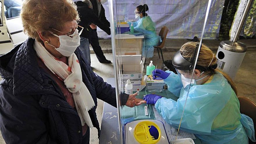 A Estrada comienza a doblegar la curva Covid y el BNG urge test de antígenos para el centro de salud