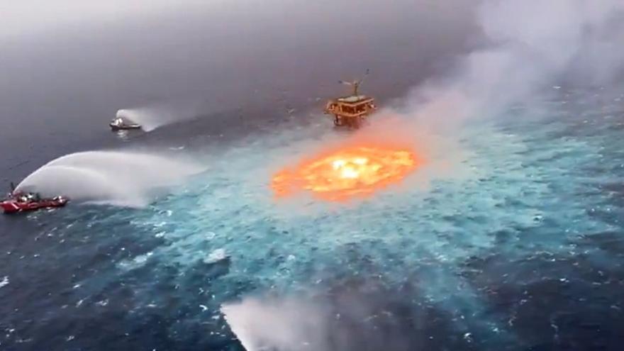 Impresionante anillo de fuego sobre el océano, en el Golfo de México