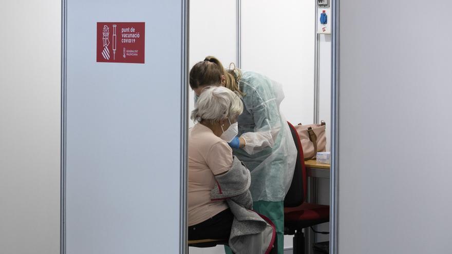 La vacunación, pendiente de Janssen y de la posible decisión de Sanidad de retrasar las segundas dosis