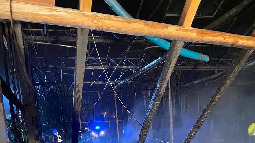 Incendio de un vivero a la altura de Las Remudas, junto a la GC-1