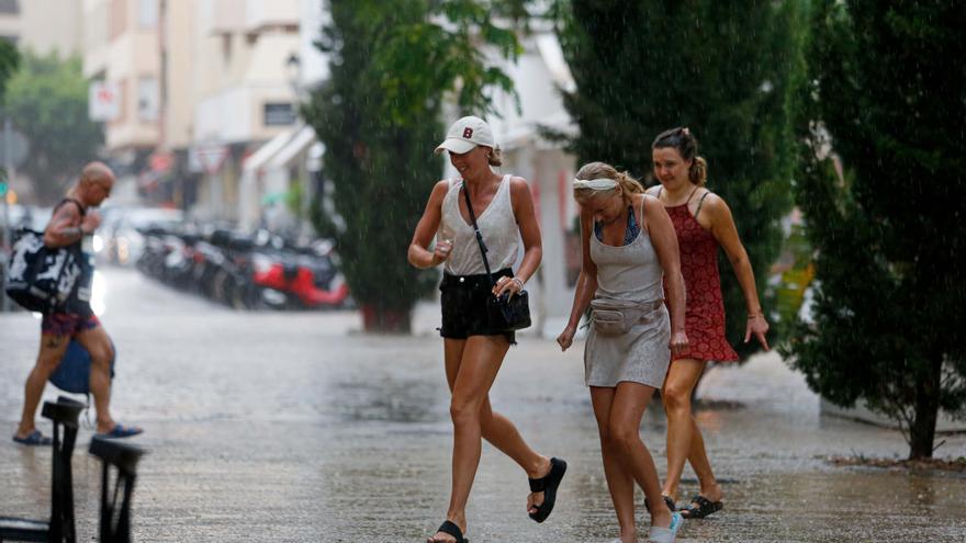 Fuertes lluvias y tormentas ponen a Ibiza y Formentera en alerta naranja