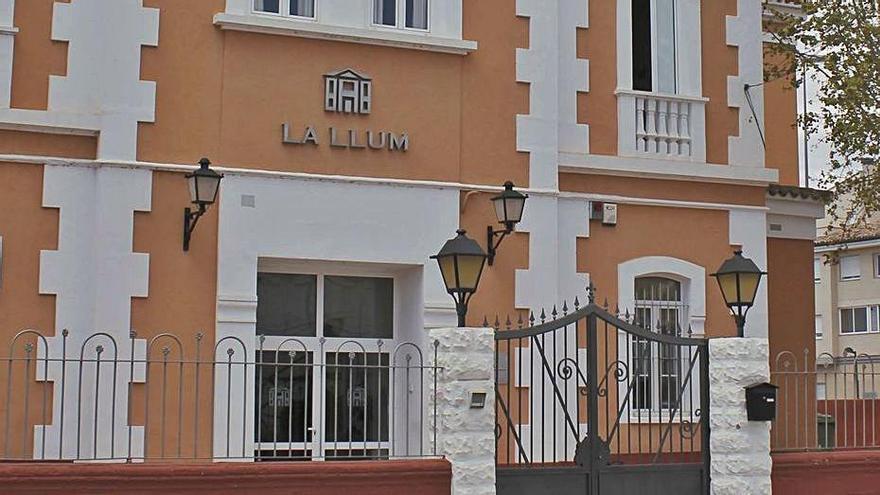 La residencia de Carlet ocupa un edificio municipal. | VICENT M. PASTOR