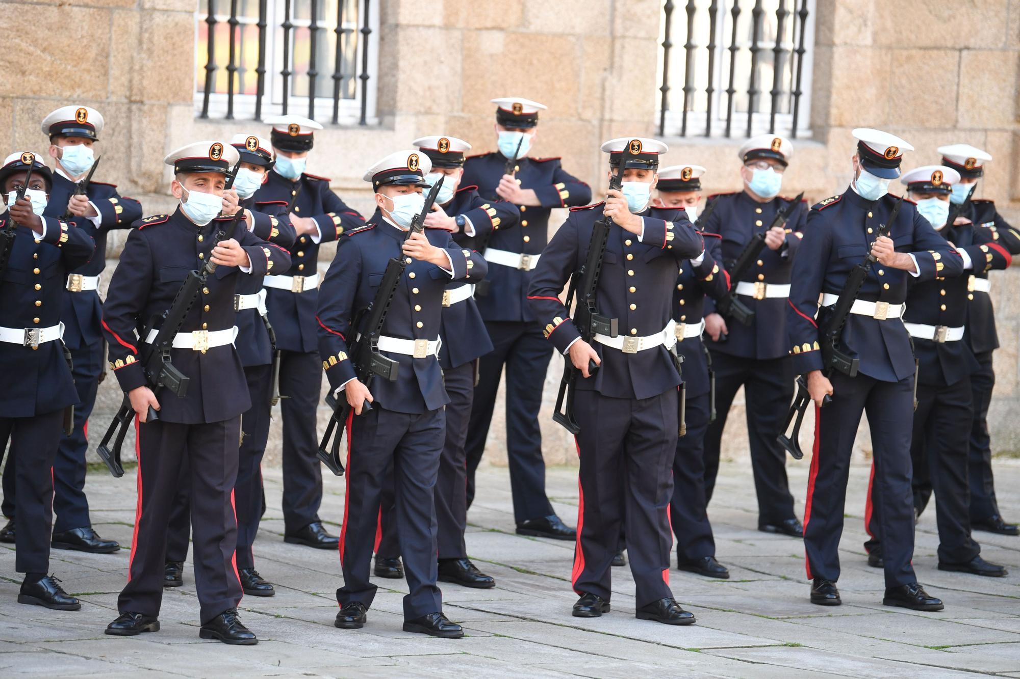 Acto de celebración por la Fiesta Nacional en la plaza de la Constitución