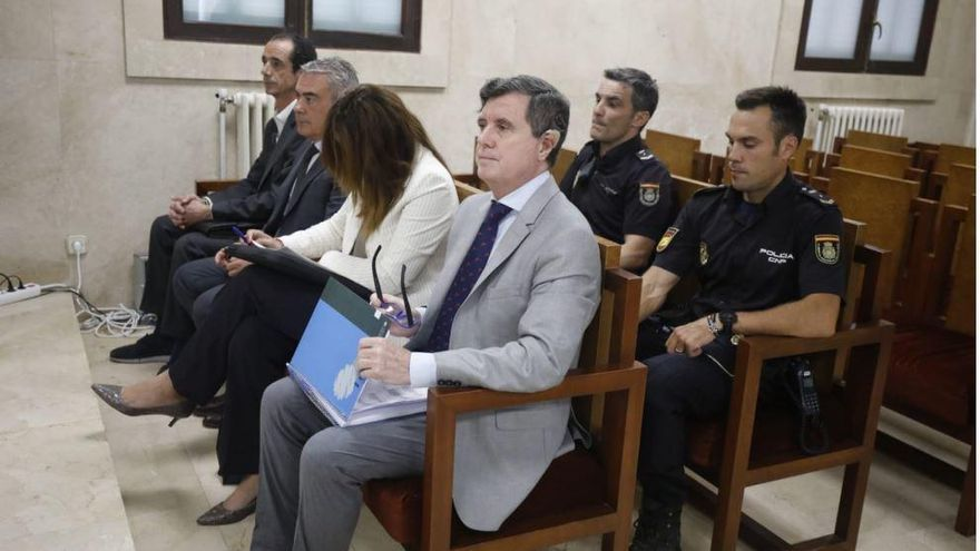 Matas también se enfrenta a una multa de 31,6 millones por el caso Son Espases