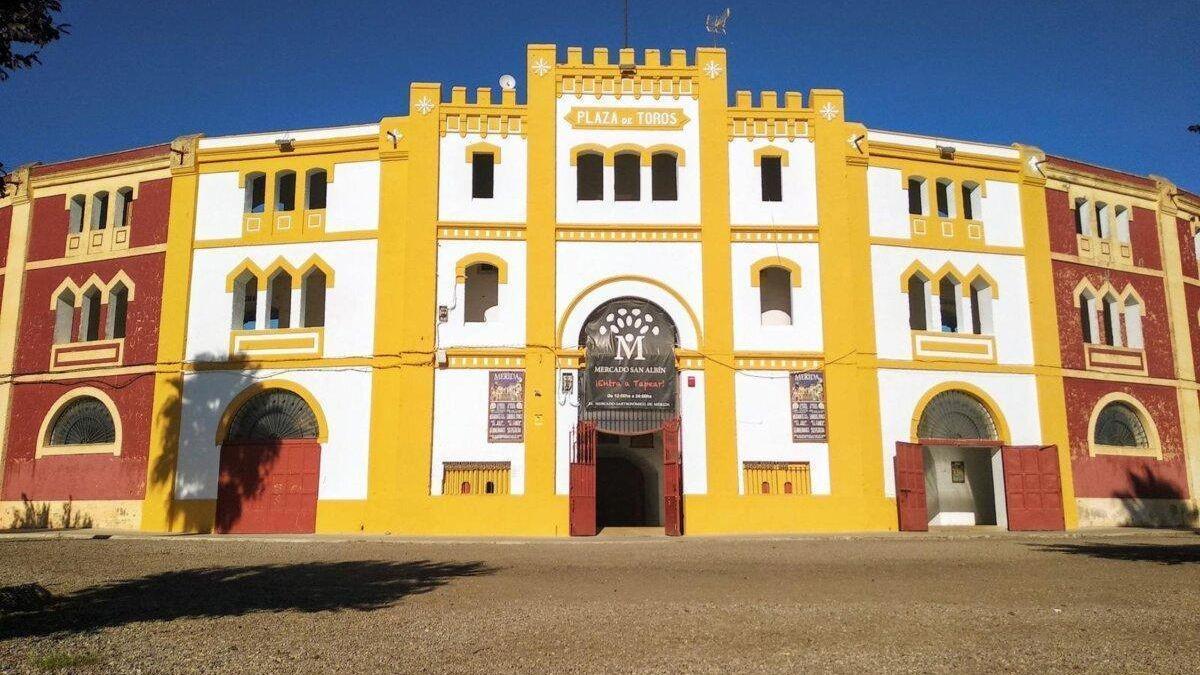 Entrada principal a la plaza de Toros de Mérida