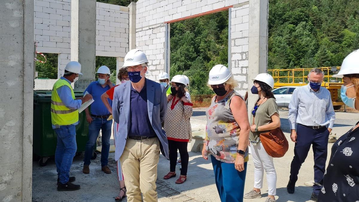 El consejero Olona durante la visita a las obras