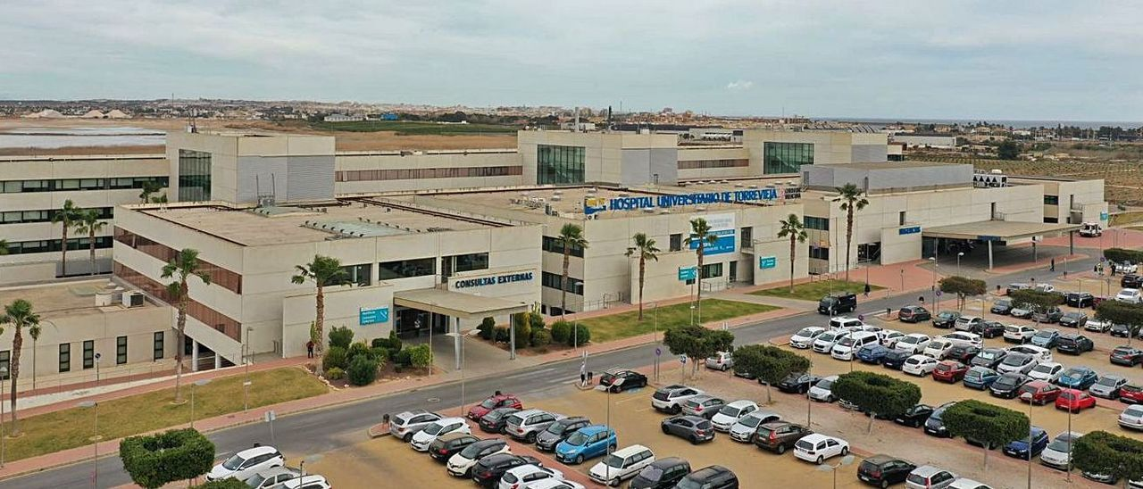 Imagen aérea del Hospital Universitario de Torrevieja.    D. PAMIES