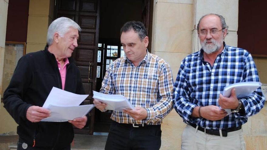 La Federación ayudaría a financiar el campo de fútbol de Nava