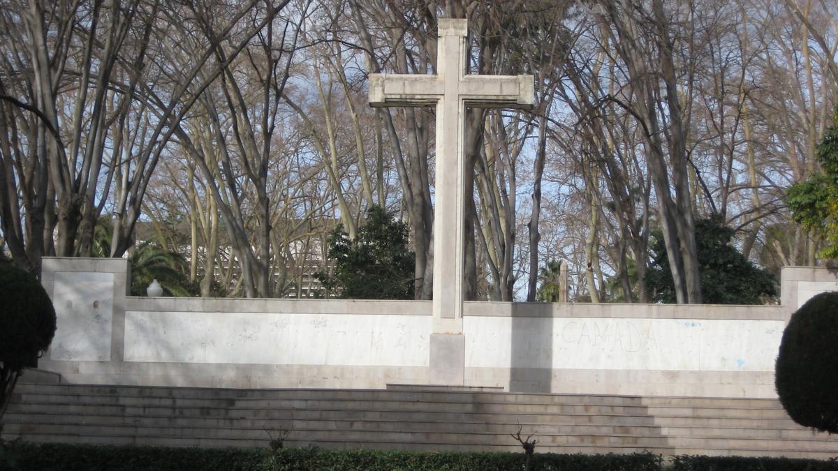 La Cruz del Parque Ribalta, en el centro de la controversia municipal en Castelló.