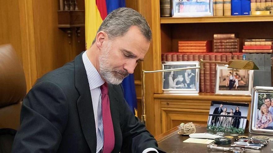 El presidente del Parlamento riojano plantea una posible consulta sobre el Rey