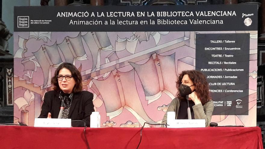 Àngels Gregori durante su intervención en los Encuentros con Escritores de la Biblioteca Valenciana