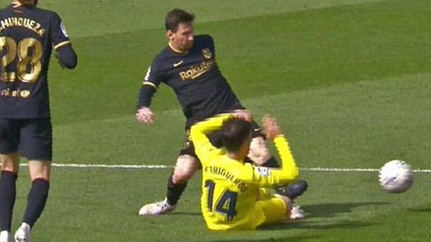 Así fue la expulsión a Trigueros por la entrada a Messi
