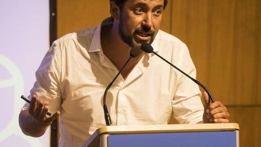 El coruñés Gómez-Reino, crítico con la actual dirección, competirá por liderar Podemos