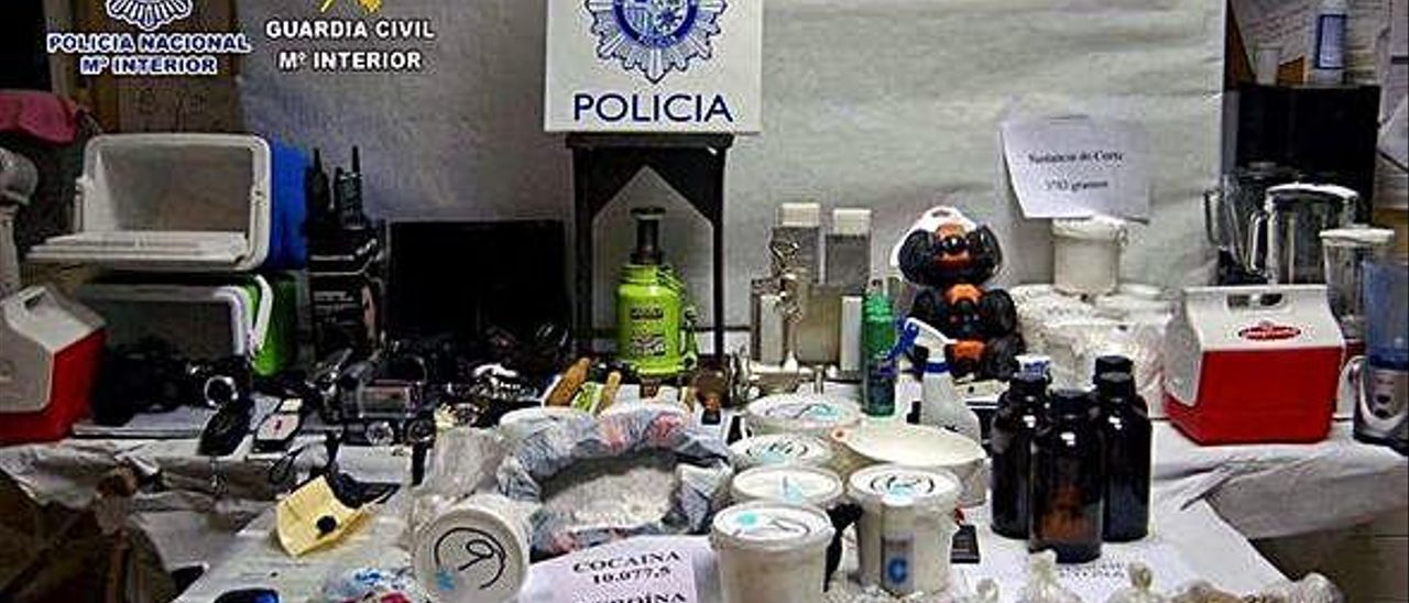 Imagen de parte del material incautado en la operacion llevada a cabo contra la red de narcotráfico.