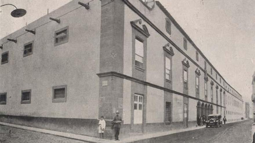 Centenario del servicio de Urología  creado por el Cabildo de Gran Canaria