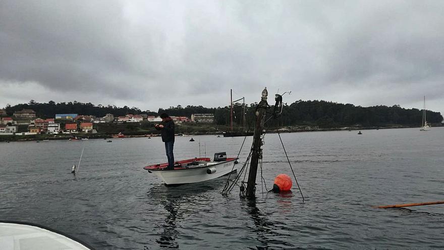 Nadie retira el velero holandés hundido en aguas de O Xufre