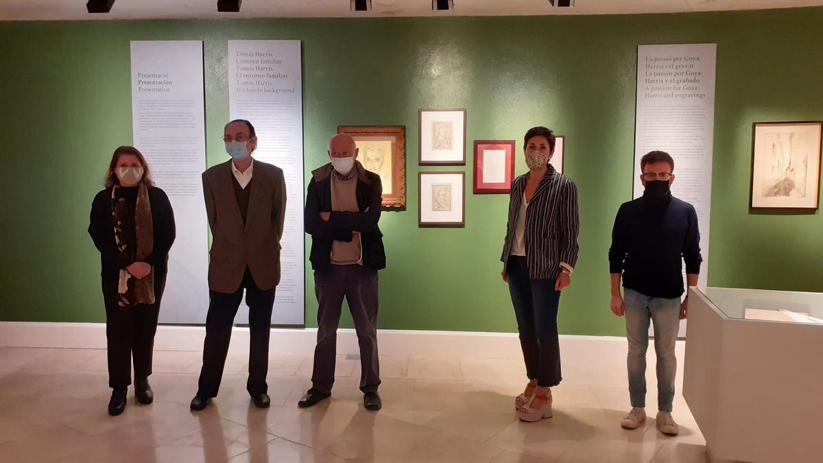 Autoridades y comisarios, este viernes, en la exposición de Tomás Harris.
