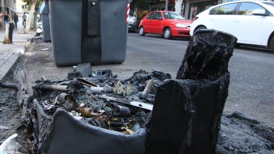 Arde un contenedor de madrugada en la calle Melilla