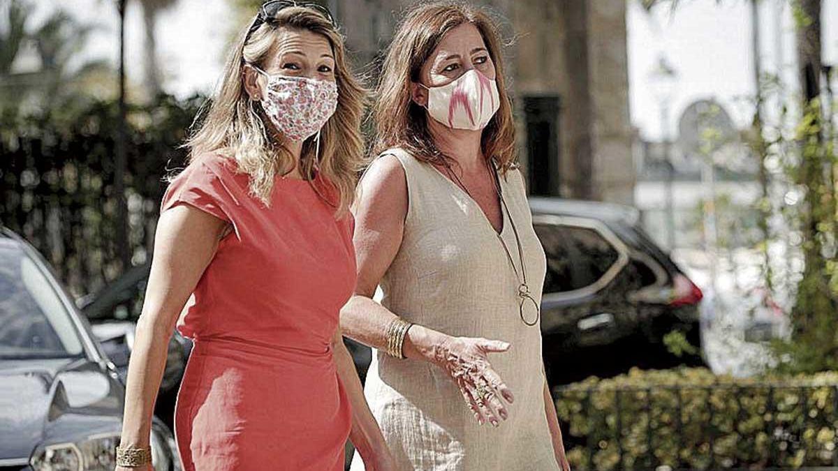 Yolanda Díaz junto a Francina Armengol en Palma.