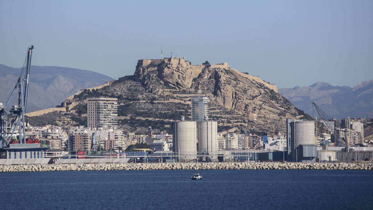Partial view of the industrial area of the port of Alicante.