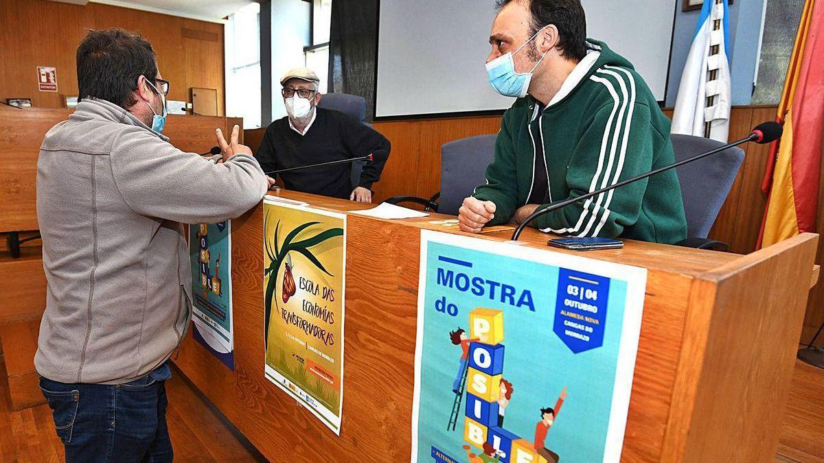 Xosé Manuel Pazos, entre Guillermo Crego y David Espiño, ayer en la presentación.