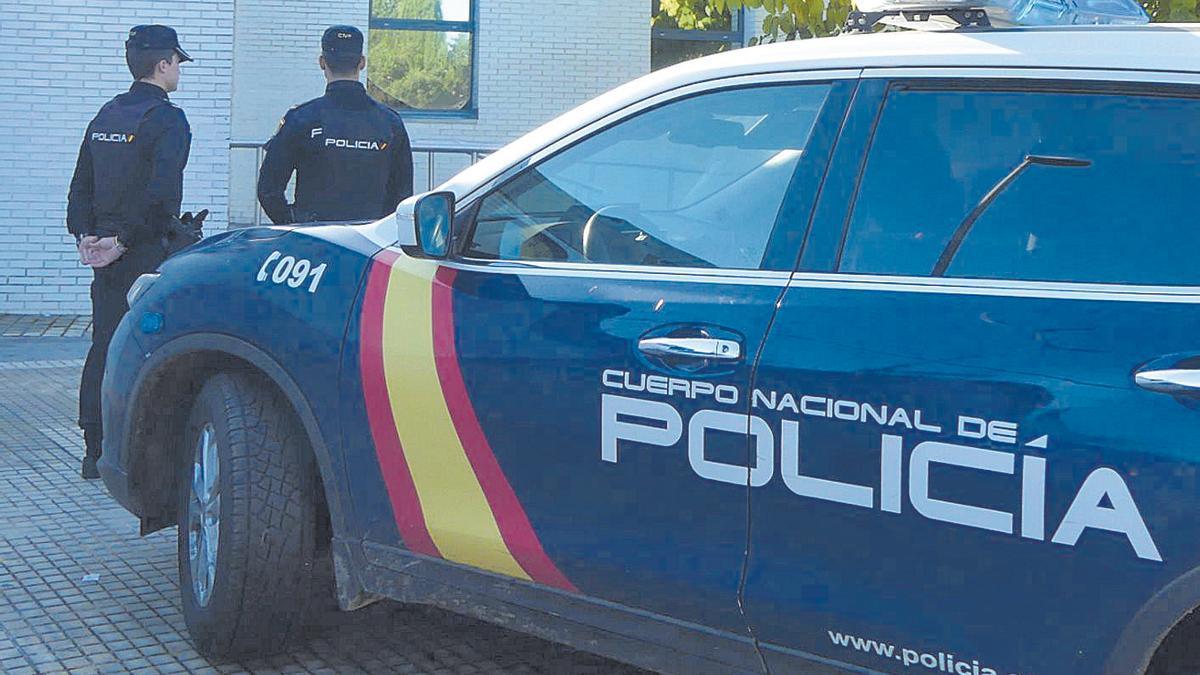 Agentes de la comisaría de la Policía Nacional de Manacor.