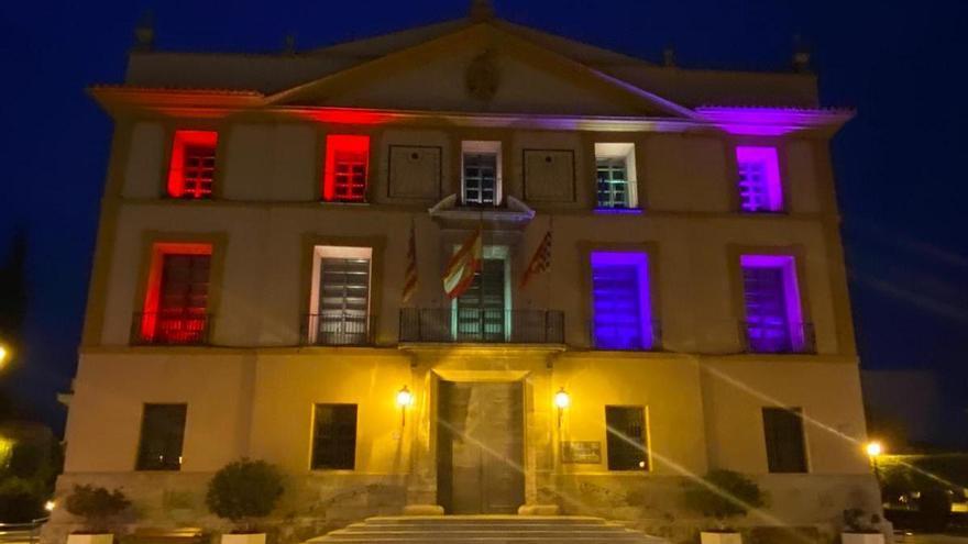 El Ayuntamiento de Paterna se ilumina con los colores de la bandera republicana