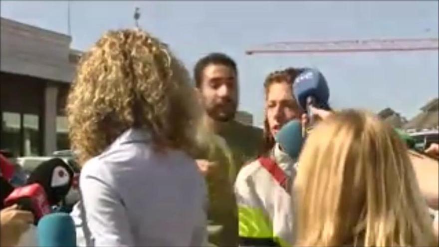 La picabaralla entre la mare i la germana de Diana Quer davant del jutjat després de la detenció del pare