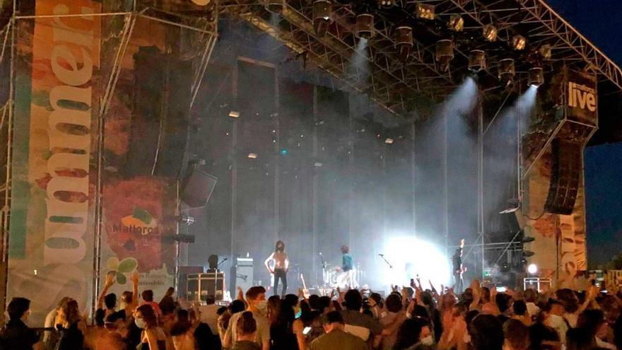 Cerca de 3.000 personas vibran con Sidonie en el primer concierto sin distancia social