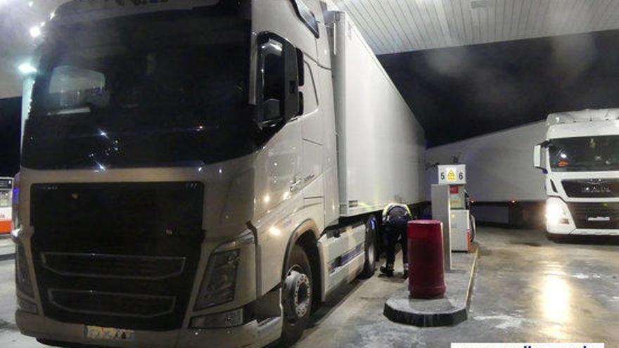 Detenen un camioner que multiplicava per sis la taxa d'alcohol permesa