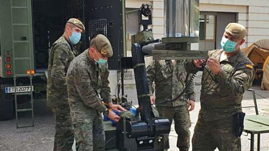 Los militares prueban con éxito en València un prototipo que destruye el COVID