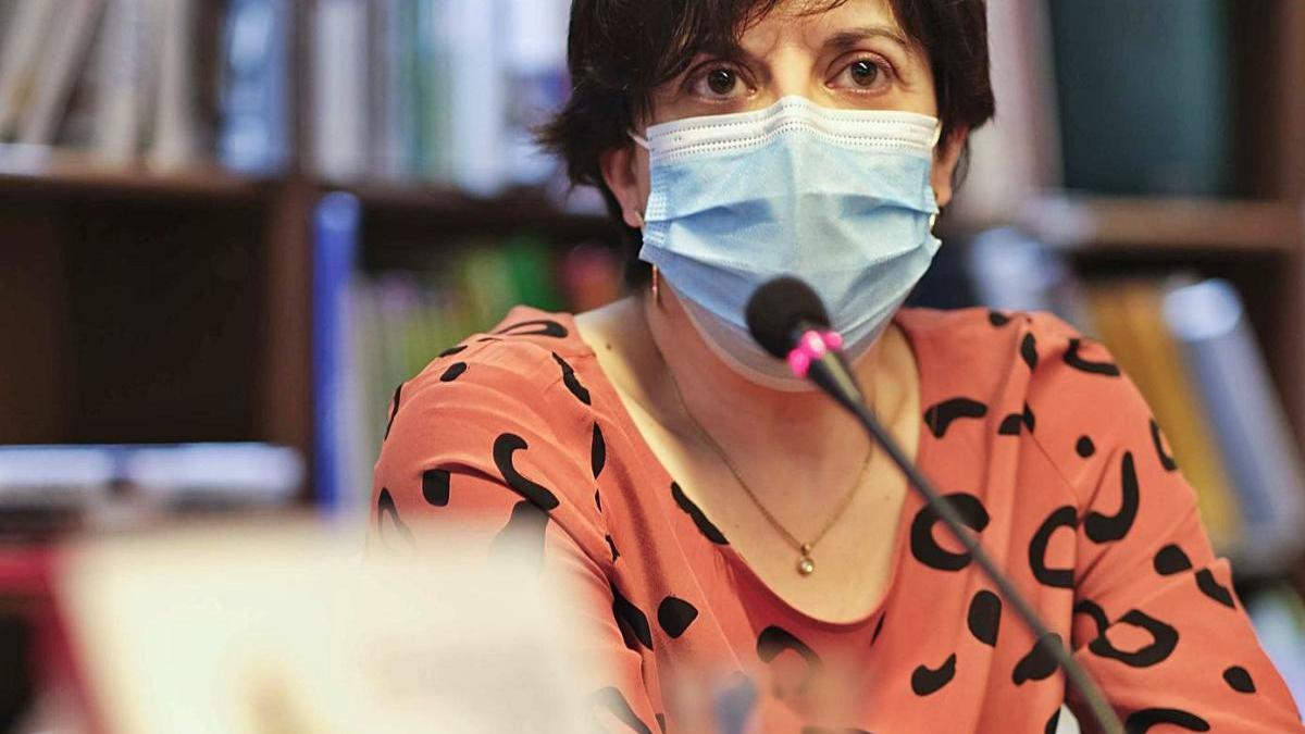 La periodista Gemma Camps, ahir, durant la presentació de la novel·la