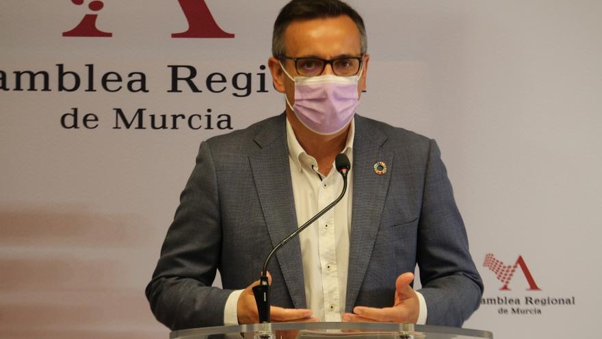 """Conesa critica que López Miras diga que """"la gente no se quiere vacunar con AstraZeneca"""""""