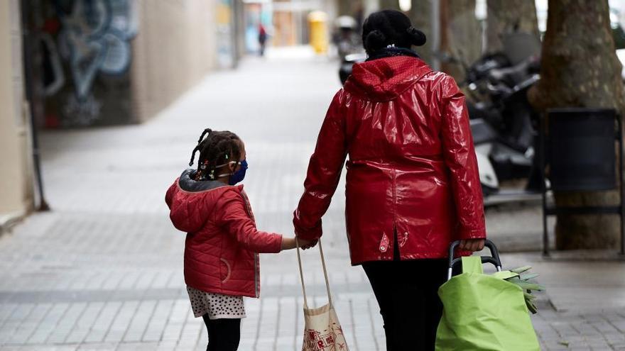 Los consejos para salir con los niños a la calle sin riesgo