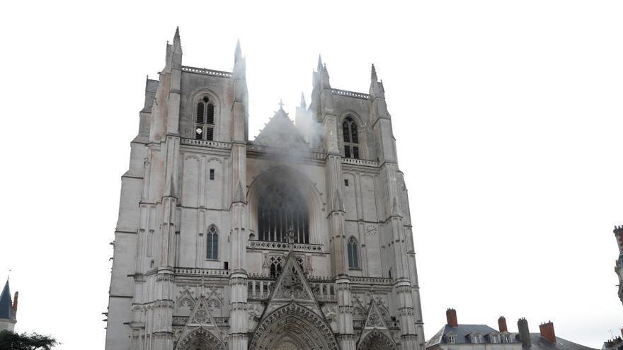 Un detenido por el incendio de la catedral de Nantes