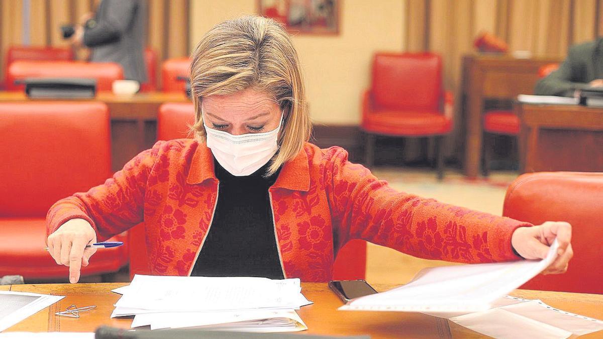 La diputada Ana Oramas antes de dar comienzo el lunes la Comisión de Presupuestos en el Congreso.