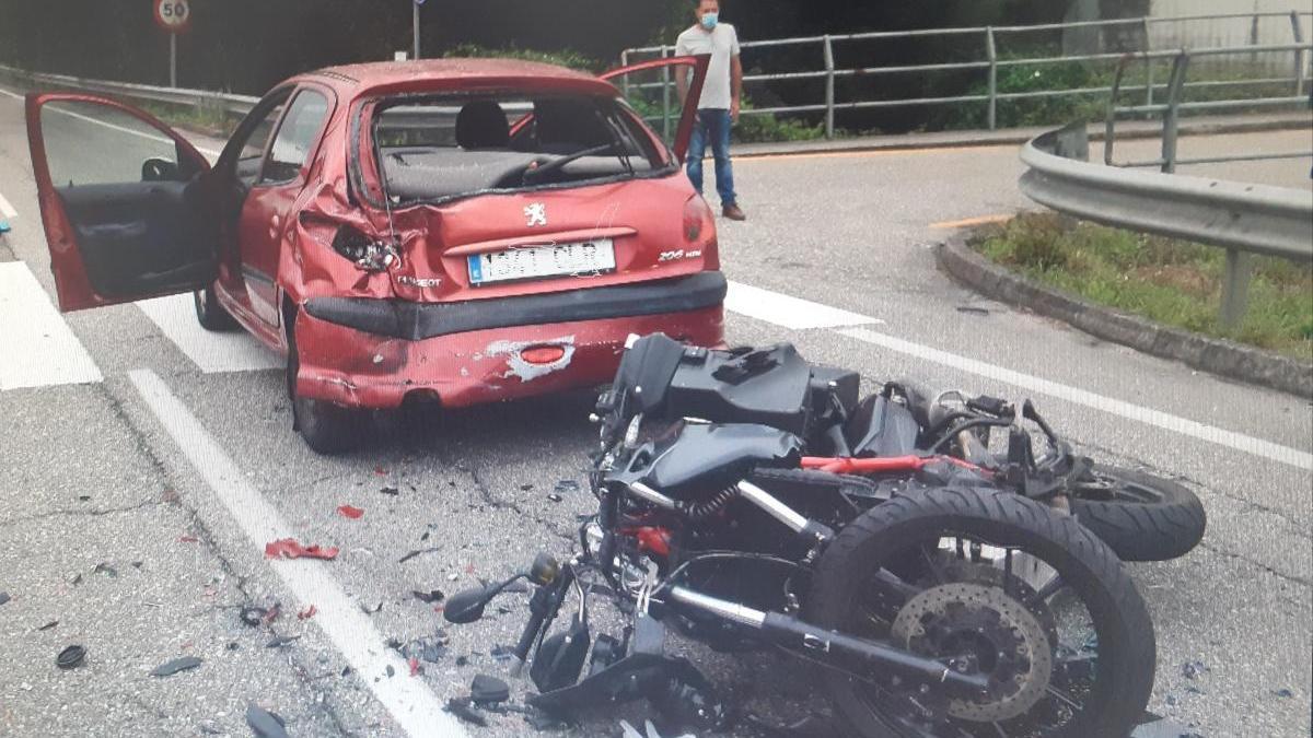 Estado en el que quedaron los dos vehículos implicados en el accidente. // Policía Local