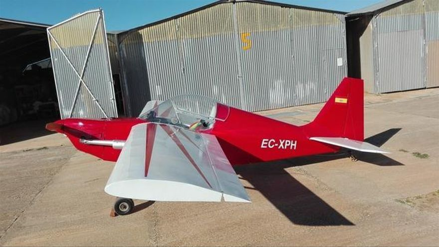 Una avioneta aterriza de emergencia en Cala Romàntica