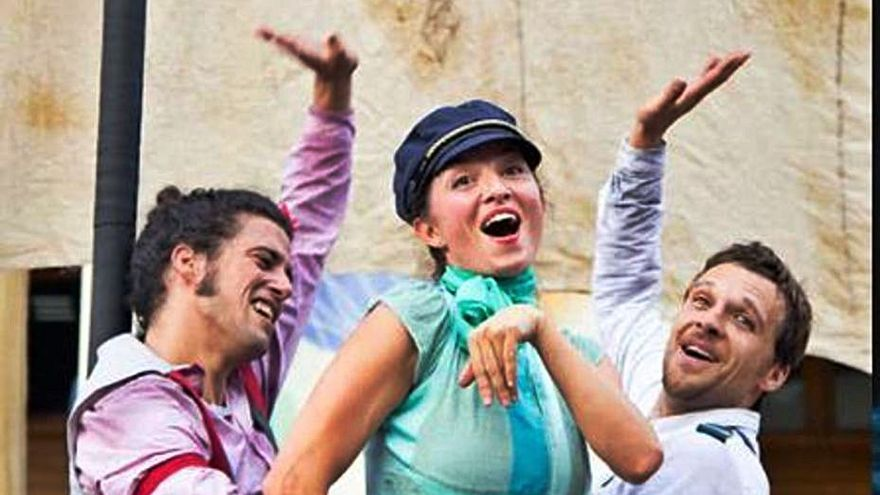 Santa Eulària inaugura 'Cultura a la Fresca' con circo y teatro
