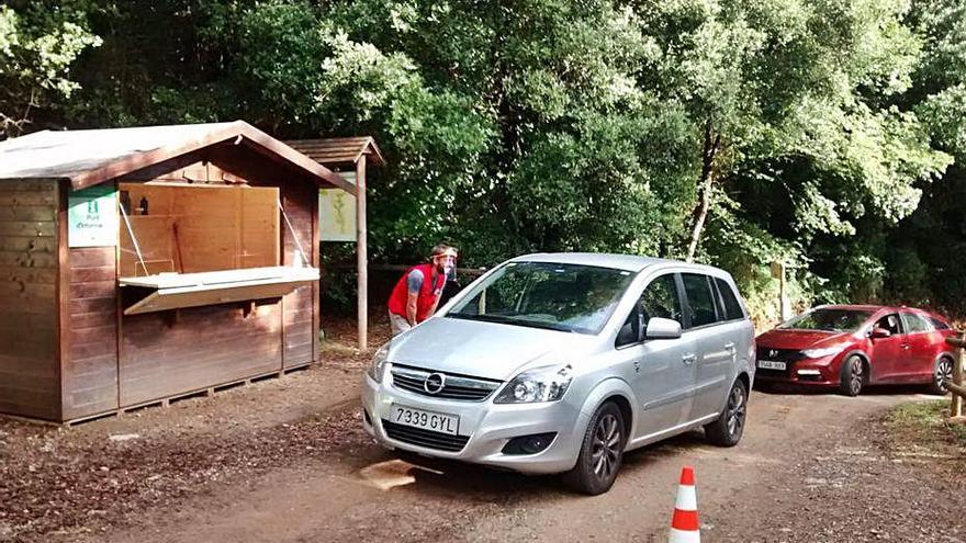 El Consorci de l'Alta Garrotxa aplica un sistema de reserves per aparcar a Sadernes durant l'estiu