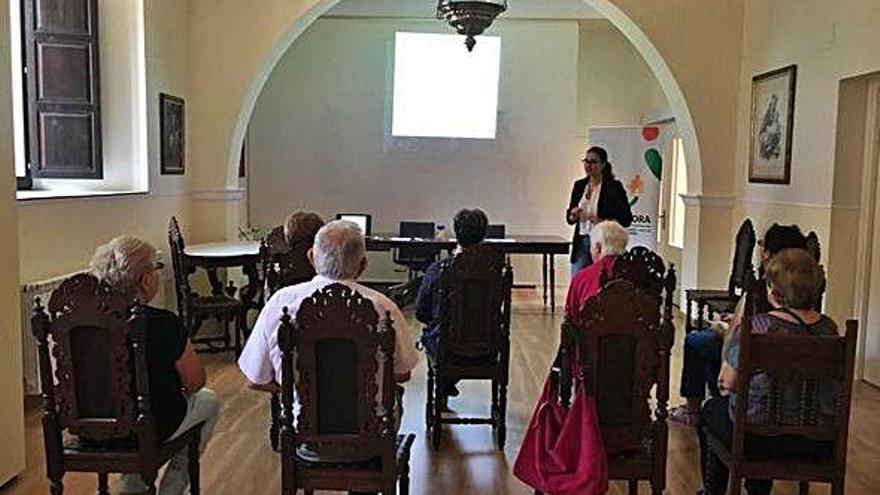 AFA Zamora ha impartido una charla sobre lo que experimenta el cuidador