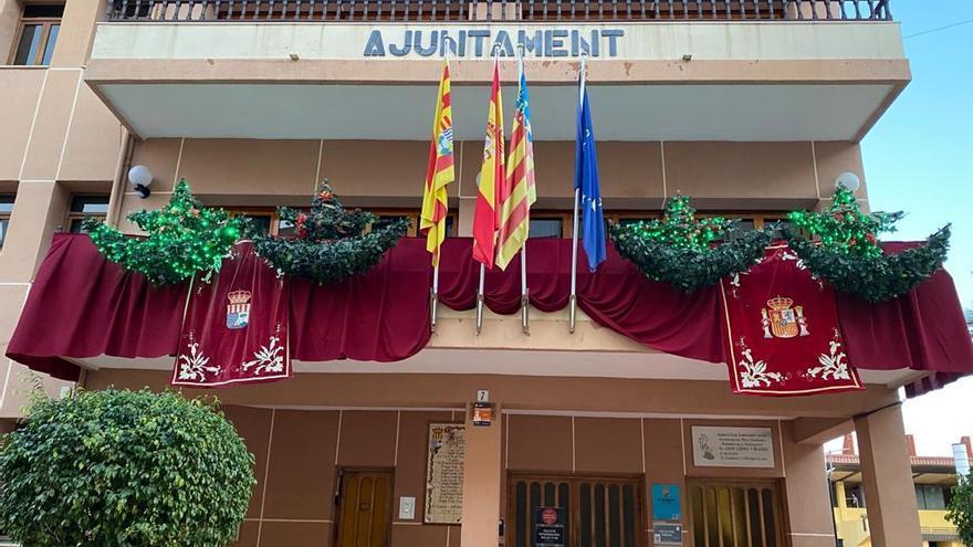 """El ayuntamiento de El Campello """"se viste de gala"""" y rinde homenaje a la Constitución"""