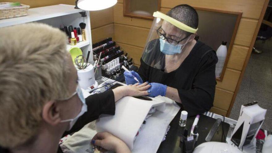 Manicura de gel y permanente: la recomendación de los dermatólogos para evitar alergias