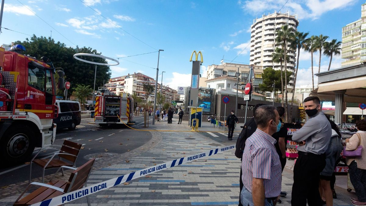 Scare in Benidorm by a fire in a fast food place in the center