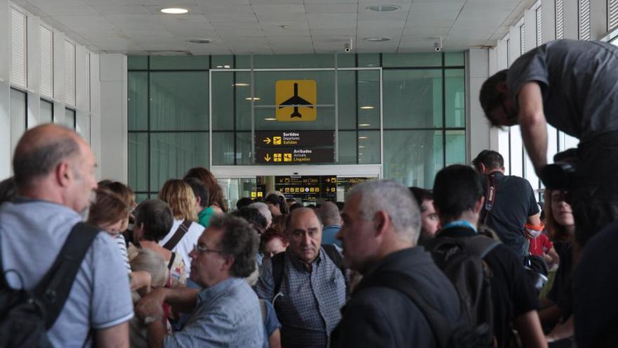 Vueling cancela seis vuelos entre Baleares y Barcelona por las protestas en El Prat