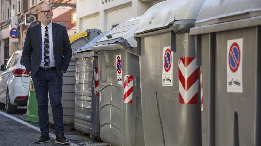 El Consejo sobre gestión de residuos arranca con polémica por la exclusión de los críticos